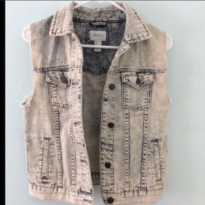 Forever 21 light wash vest with pockets sz S